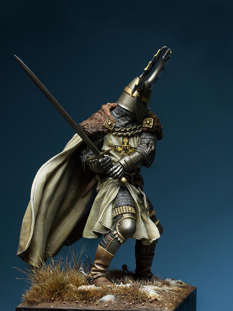 Figures: Teutonic knight, XIV cent., photo #4