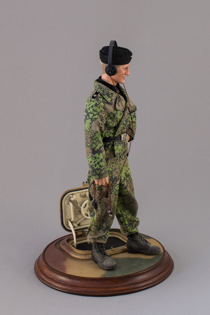 Figures: Tiger I crewman, LSSAH, Belgium, June 1944, photo #3