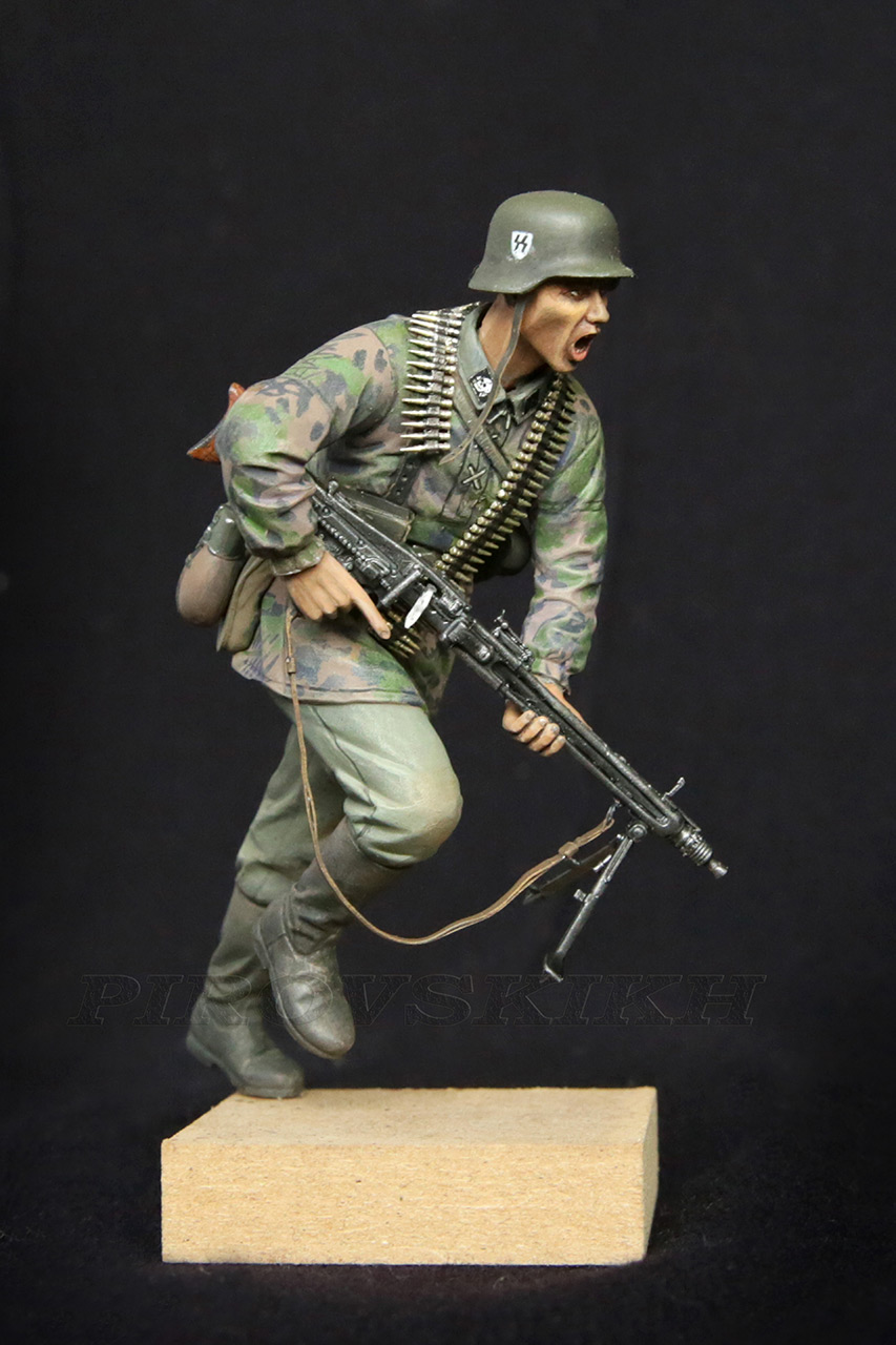 Figures:  MG-42 Gunner, photo #1