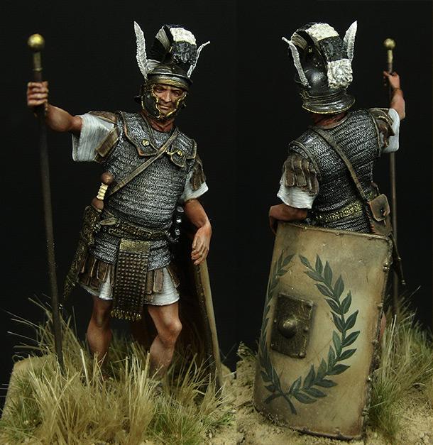 Figures: Roman optio