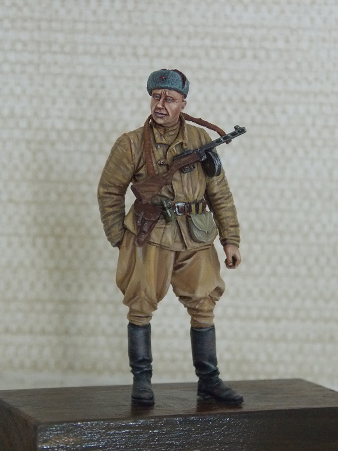 Figures: Red Army soldier at rest, photo #1