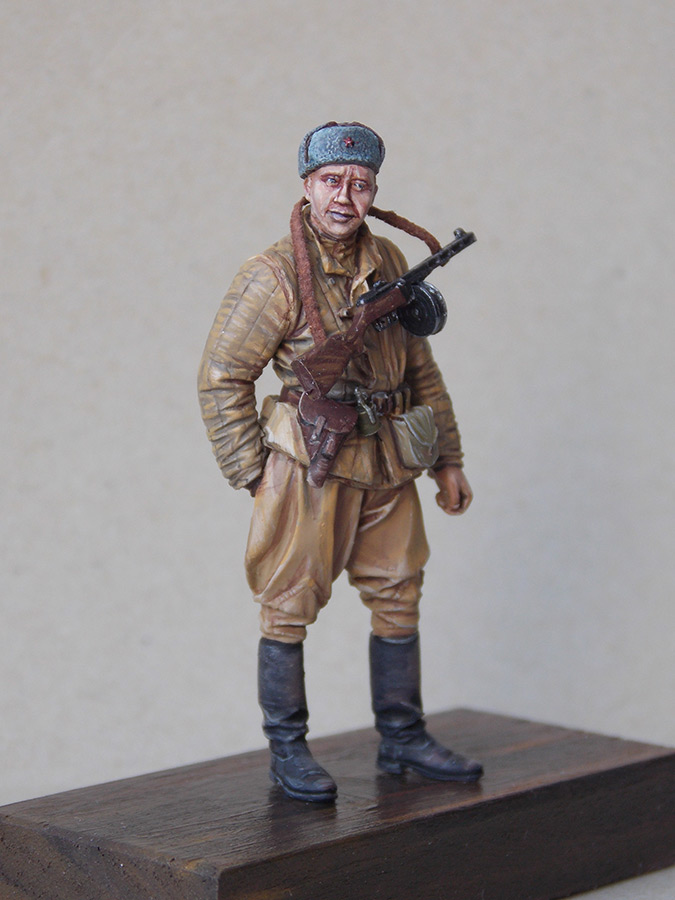 Figures: Red Army soldier at rest, photo #4