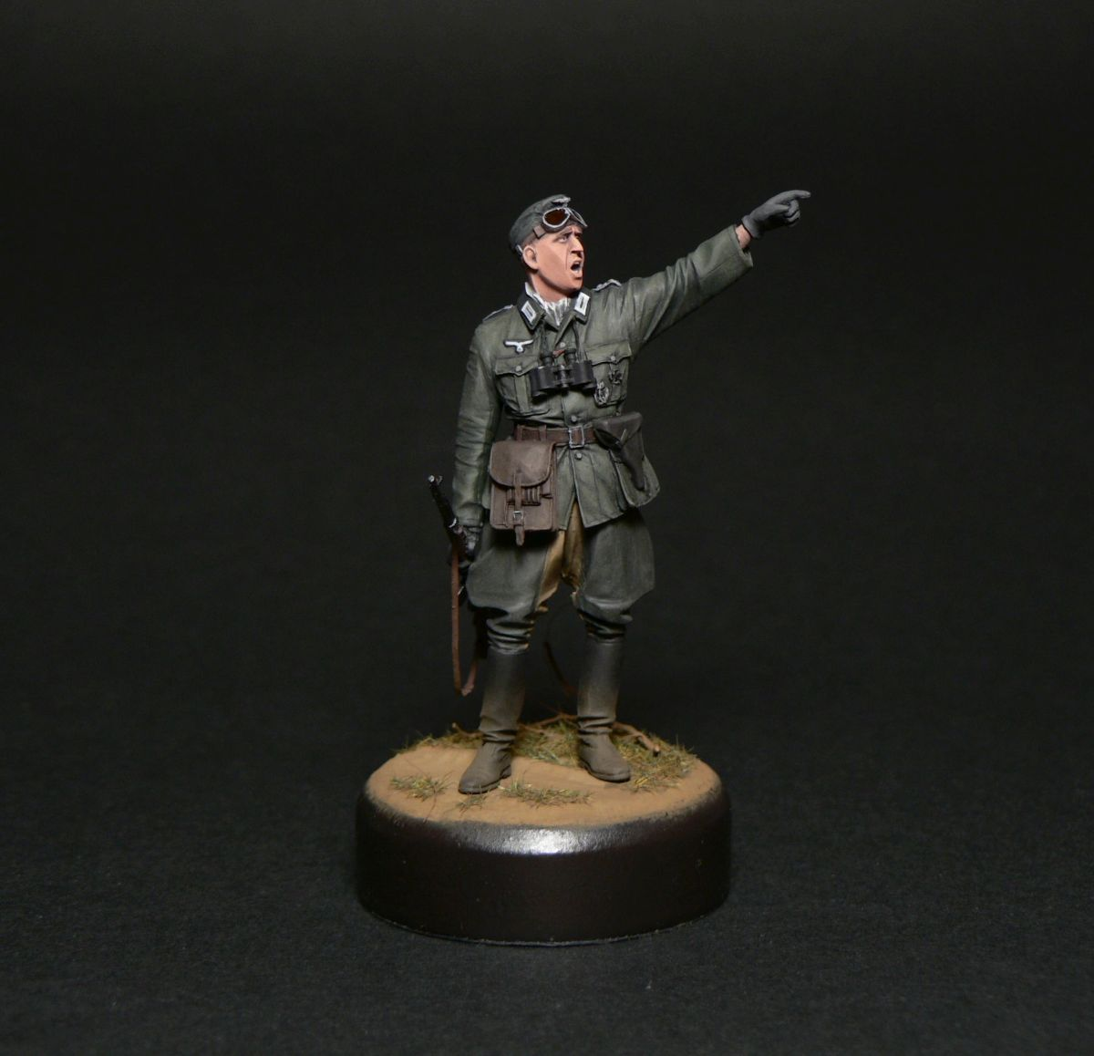 Figures: Oberleutnant, photo #1