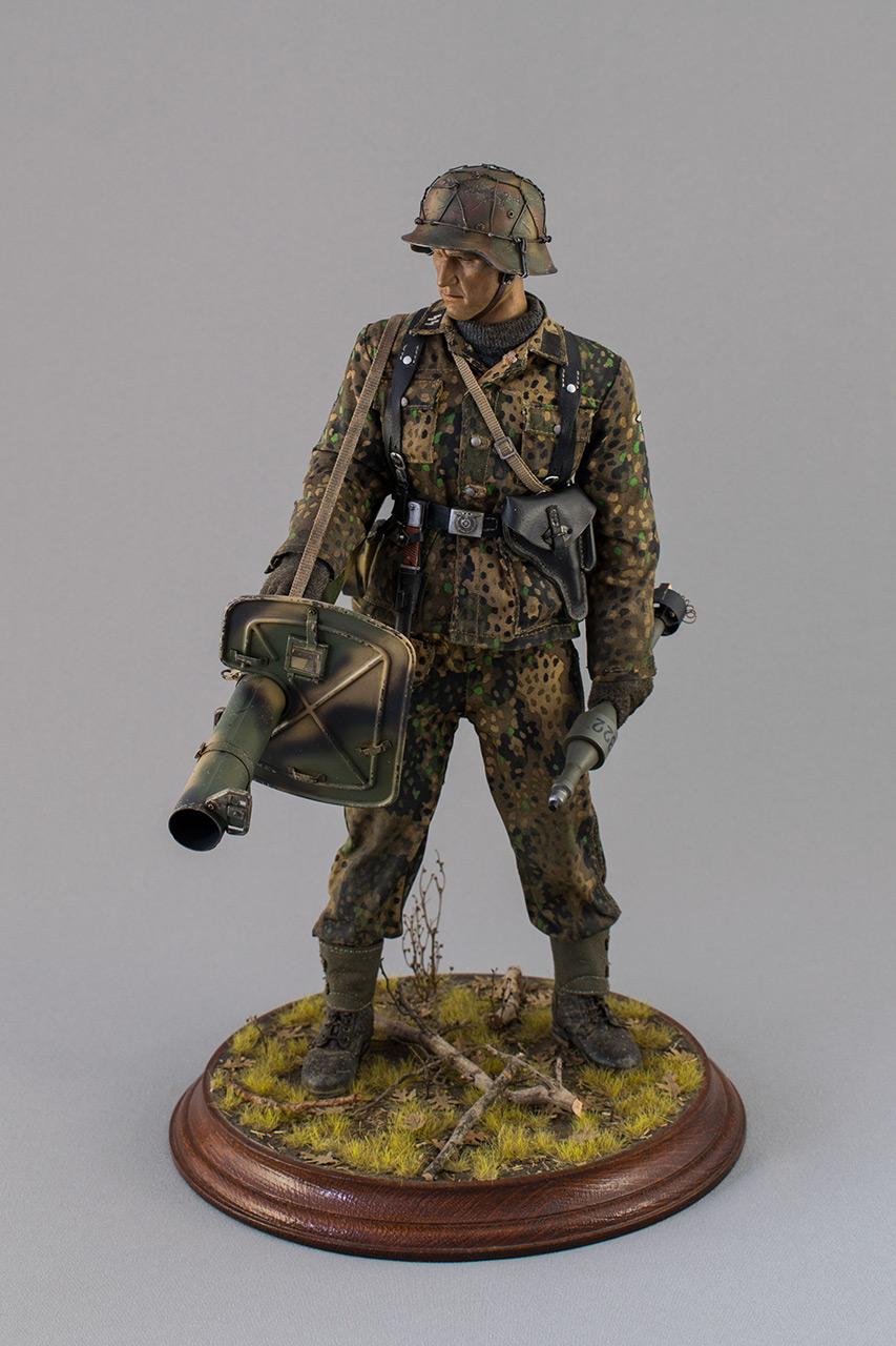 Figures: Sherman hunter. France, Fall 1944, photo #1