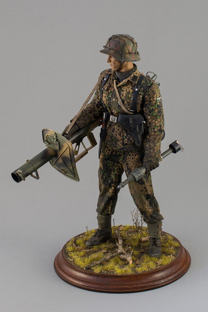 Figures: Sherman hunter. France, Fall 1944, photo #10
