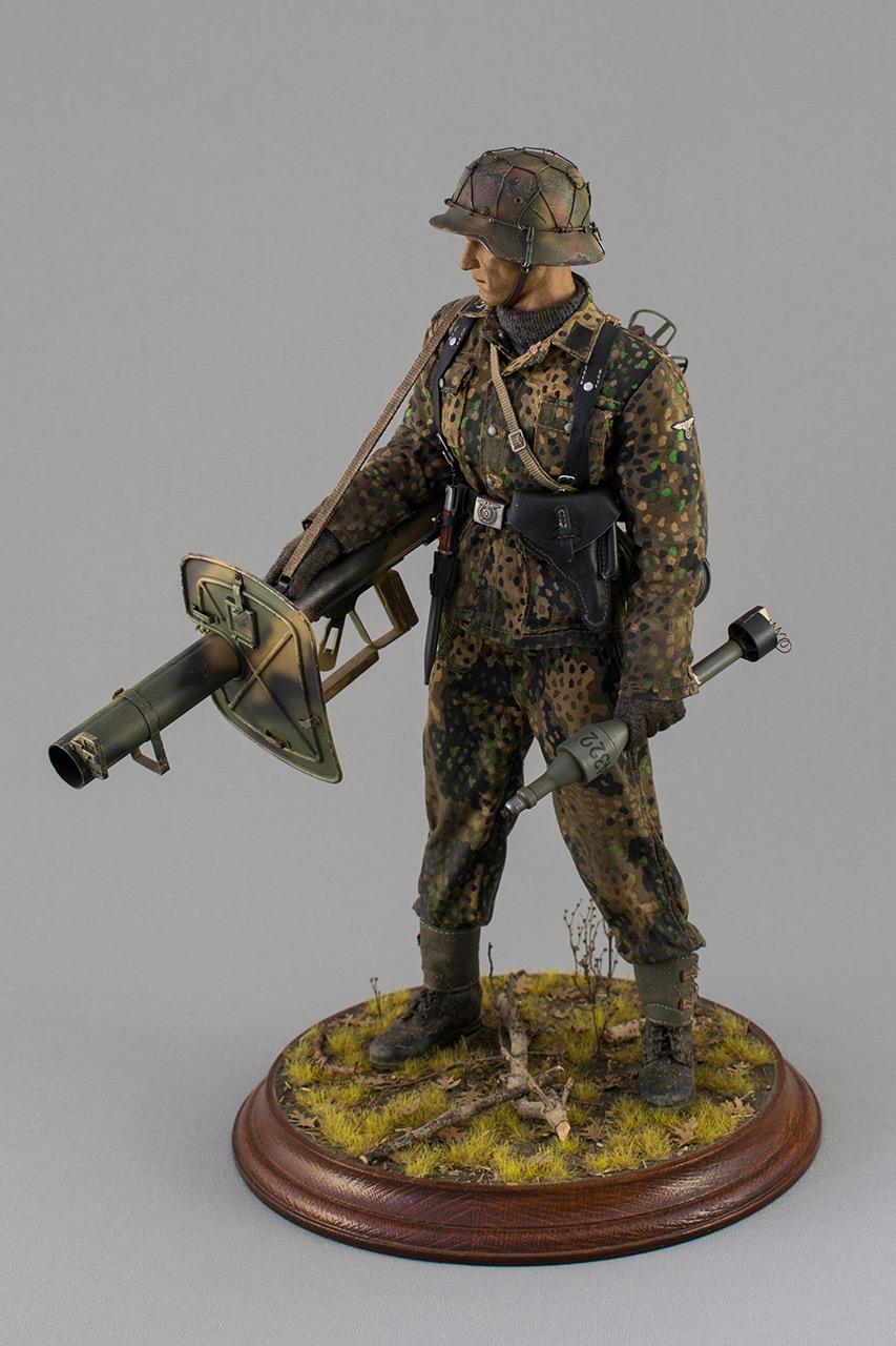 Figures: Sherman hunter. France, Fall 1944, photo #10