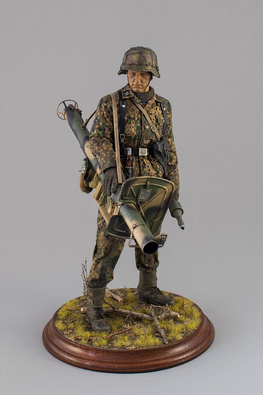 Figures: Sherman hunter. France, Fall 1944, photo #2