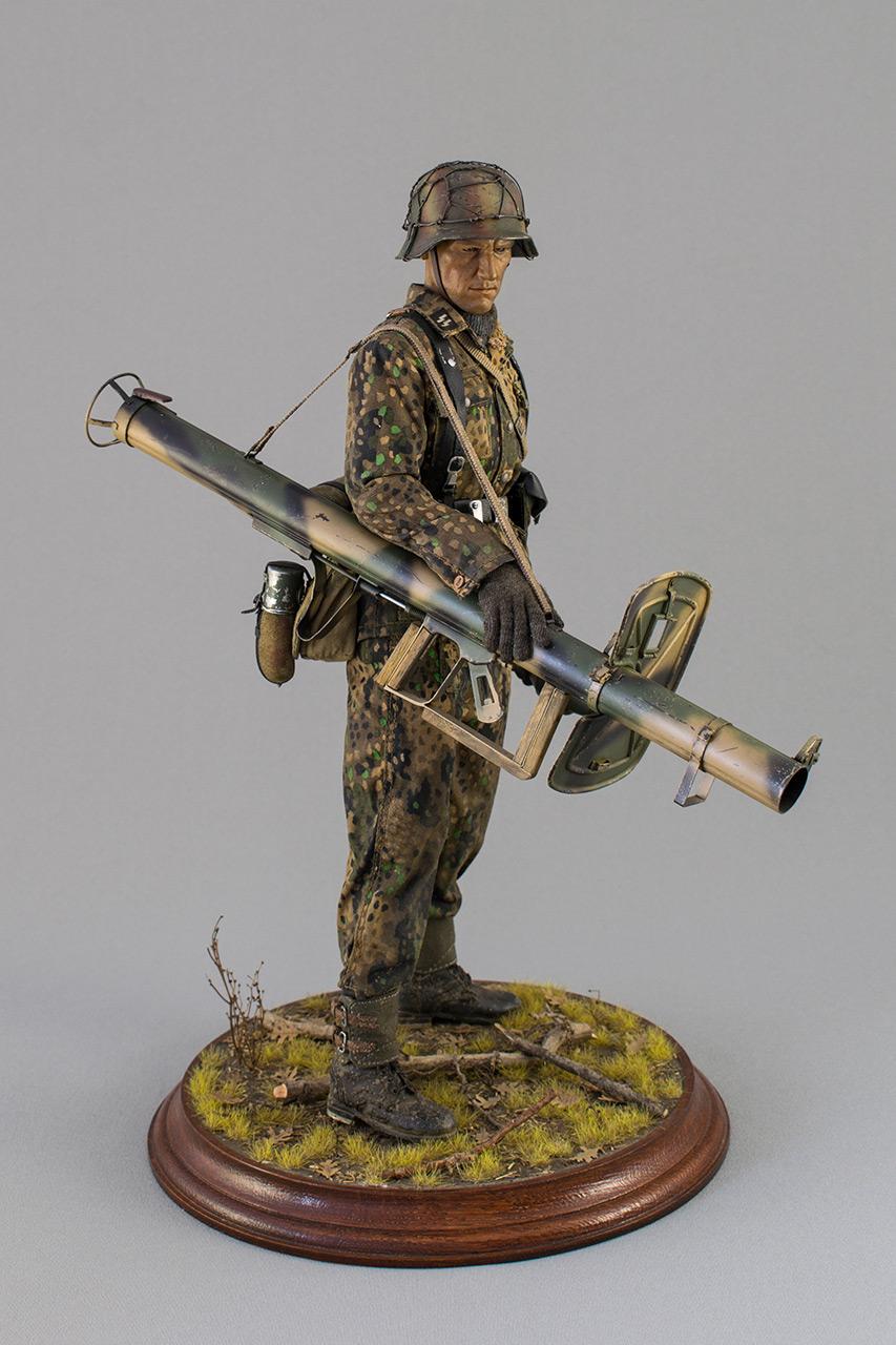 Figures: Sherman hunter. France, Fall 1944, photo #3