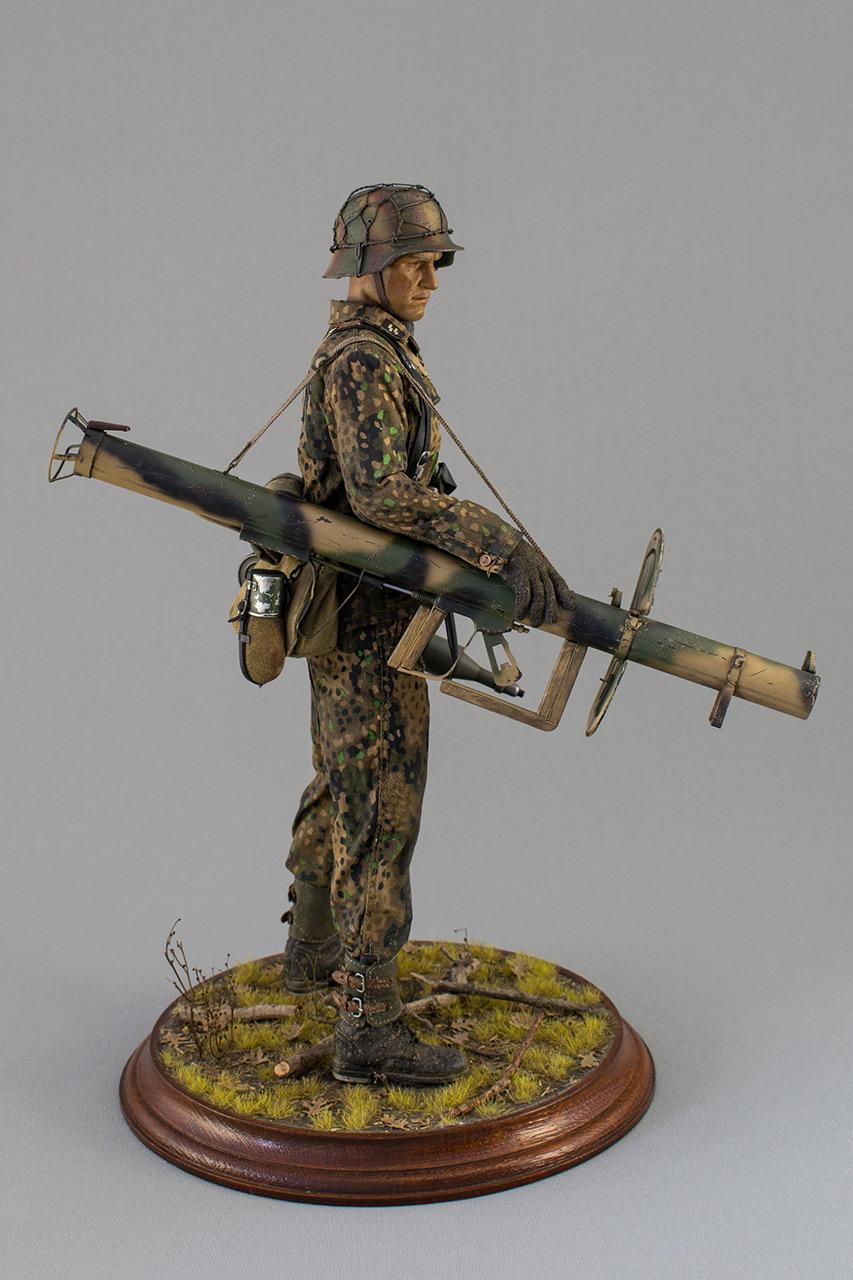 Figures: Sherman hunter. France, Fall 1944, photo #4