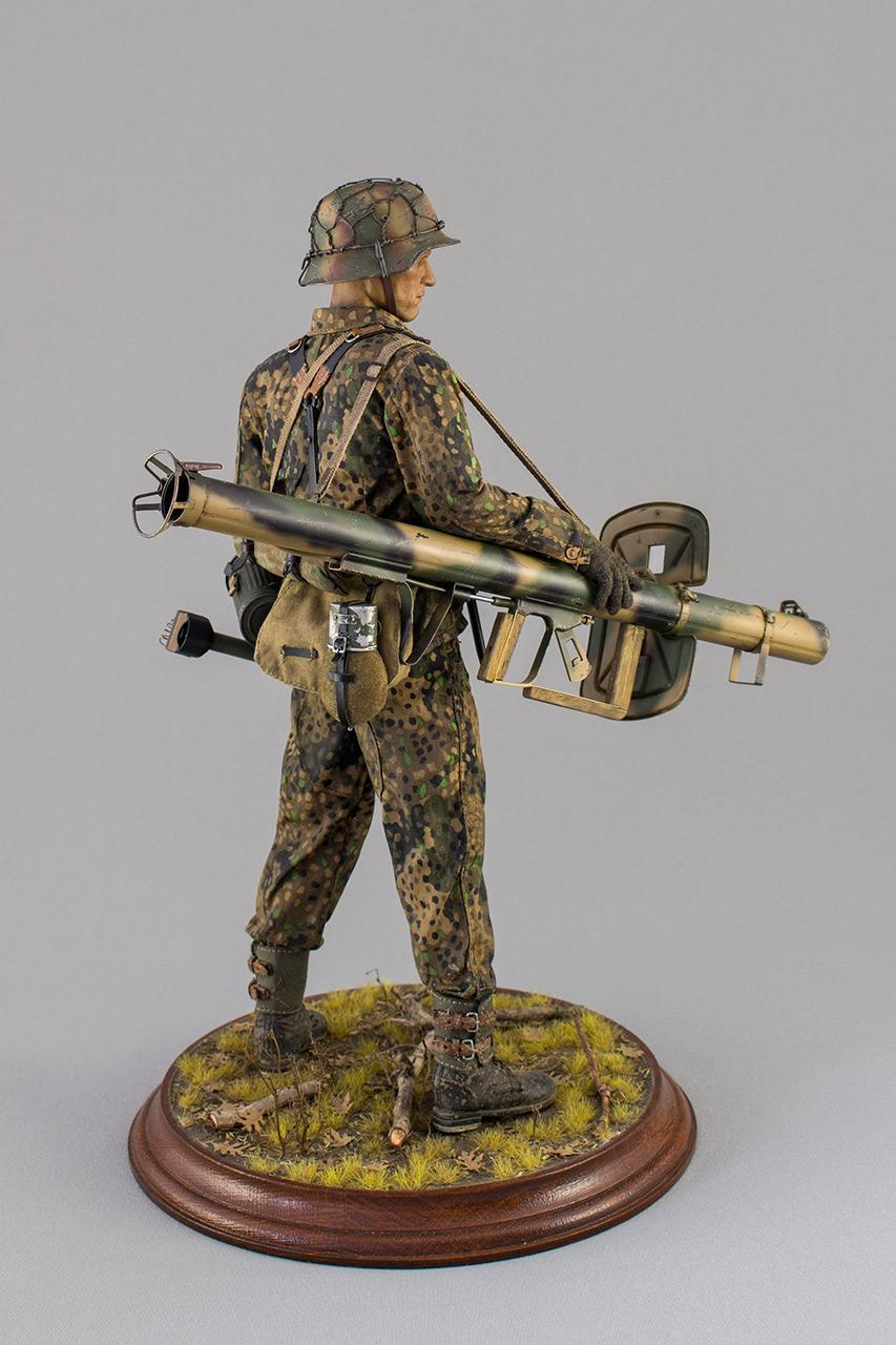 Figures: Sherman hunter. France, Fall 1944, photo #5