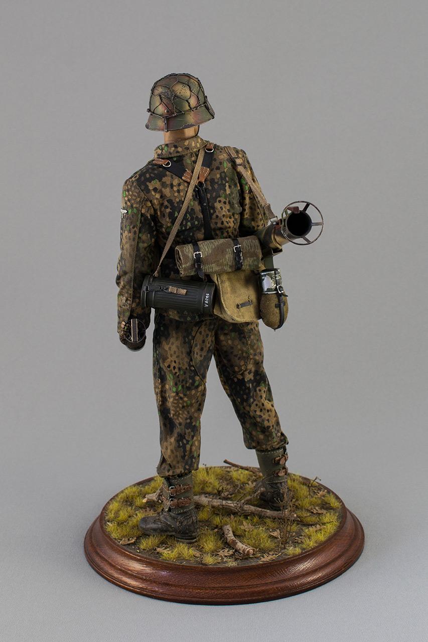 Figures: Sherman hunter. France, Fall 1944, photo #7