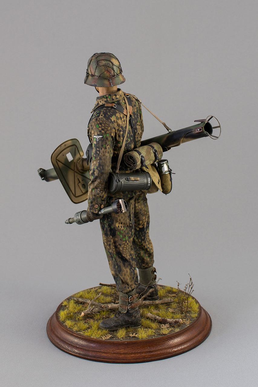 Figures: Sherman hunter. France, Fall 1944, photo #8