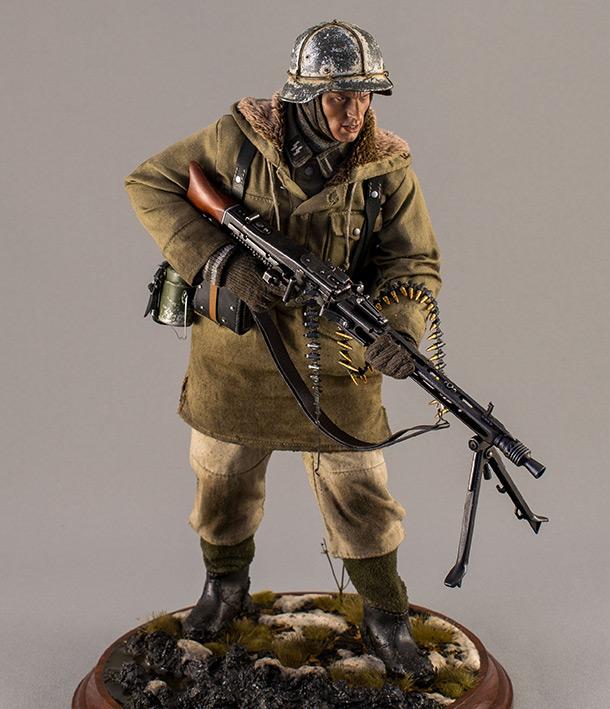 Figures: SS machine gunner, Viking div.