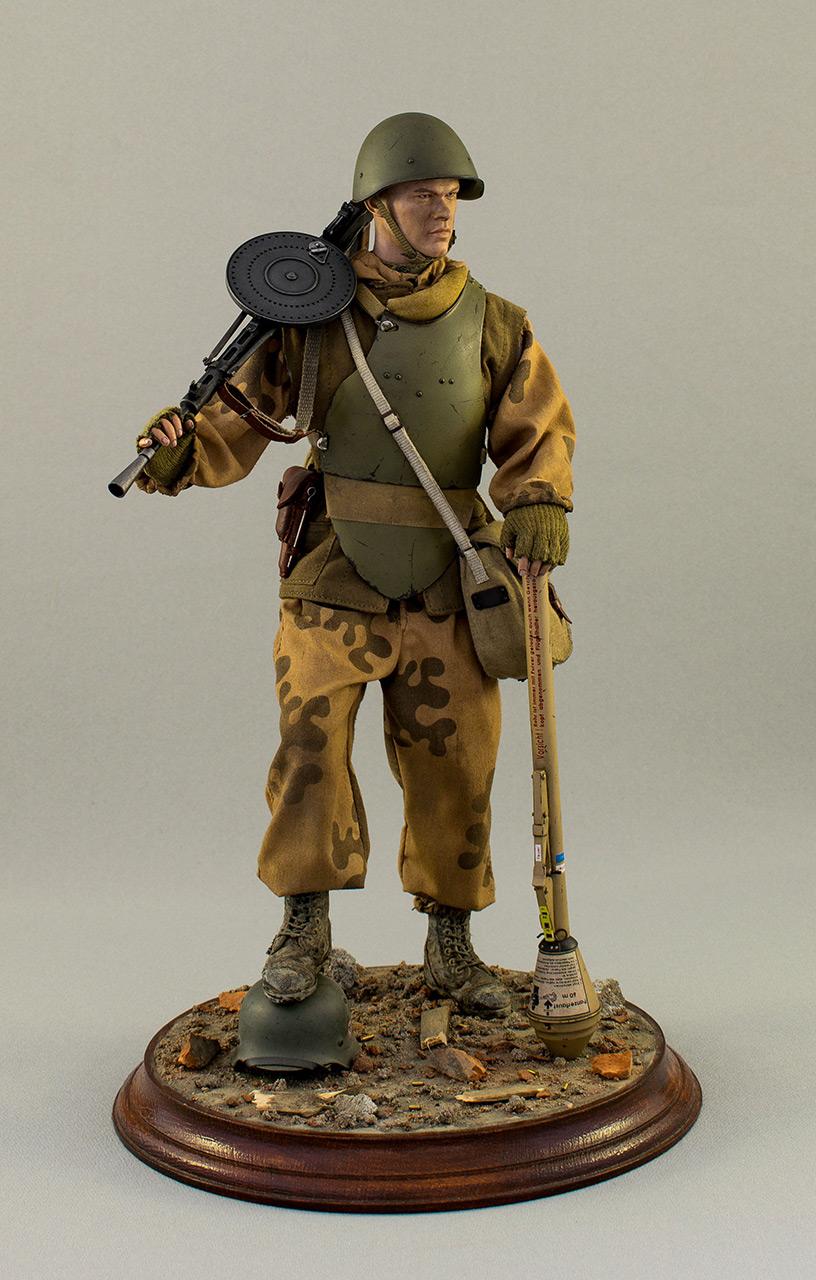 Figures: Soviet assault trooper, Germany, 1945, photo #1
