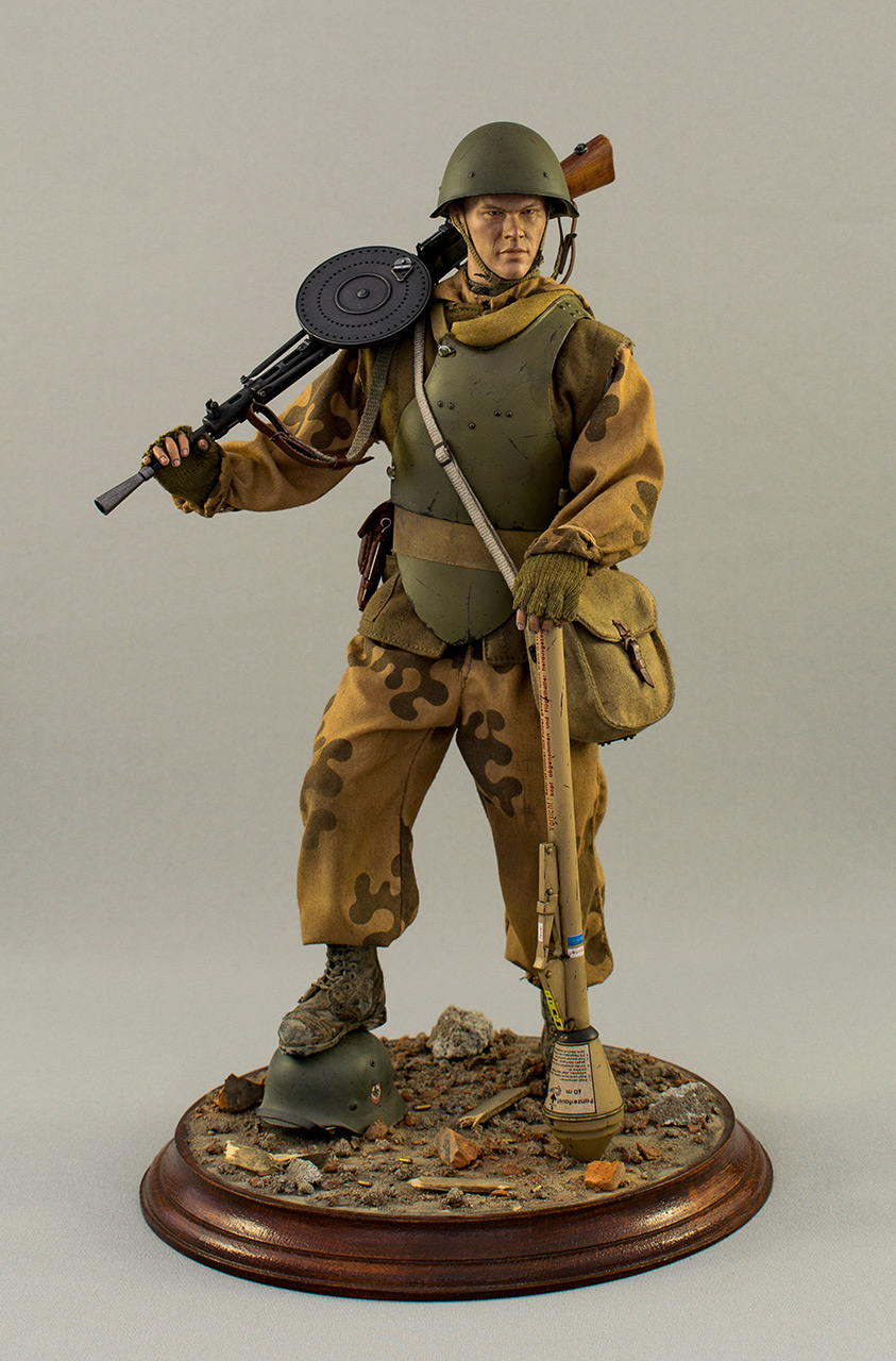 Figures: Soviet assault trooper, Germany, 1945, photo #10