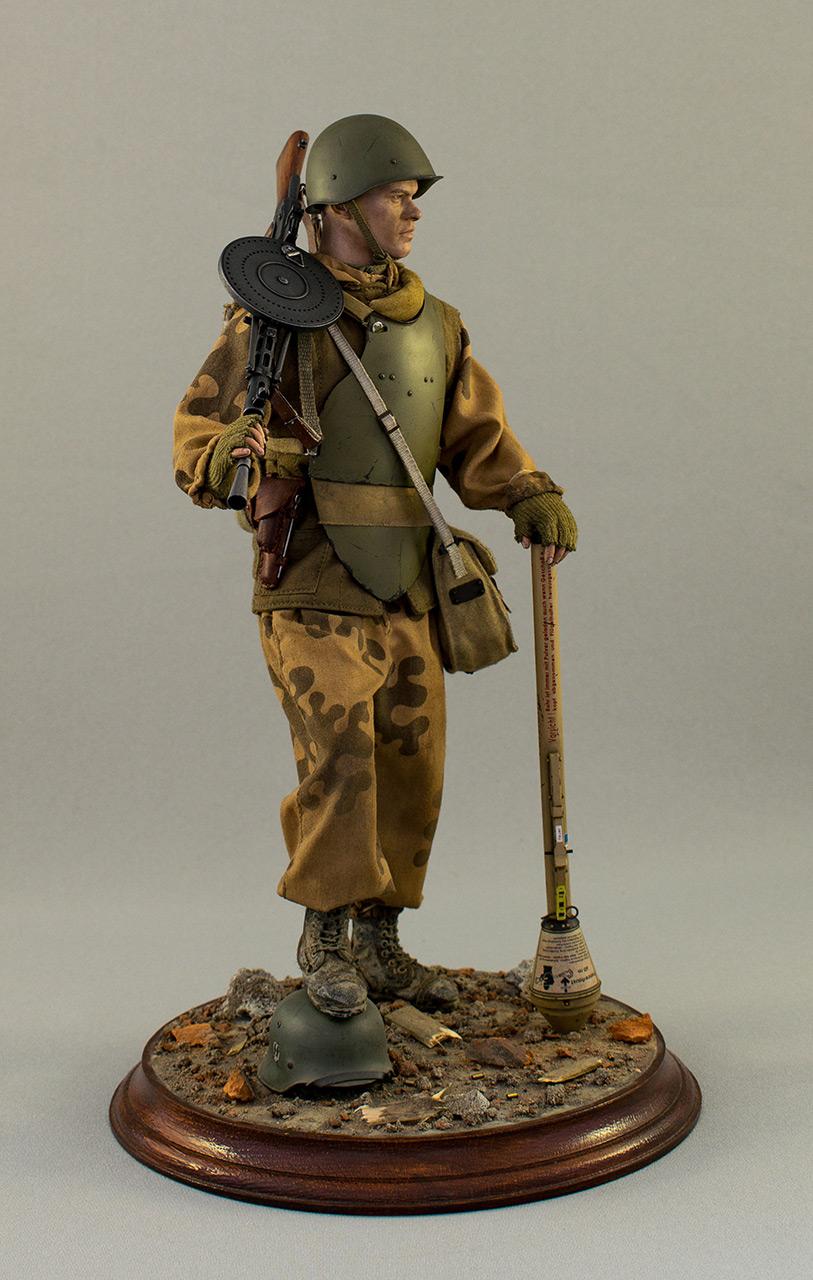 Figures: Soviet assault trooper, Germany, 1945, photo #2