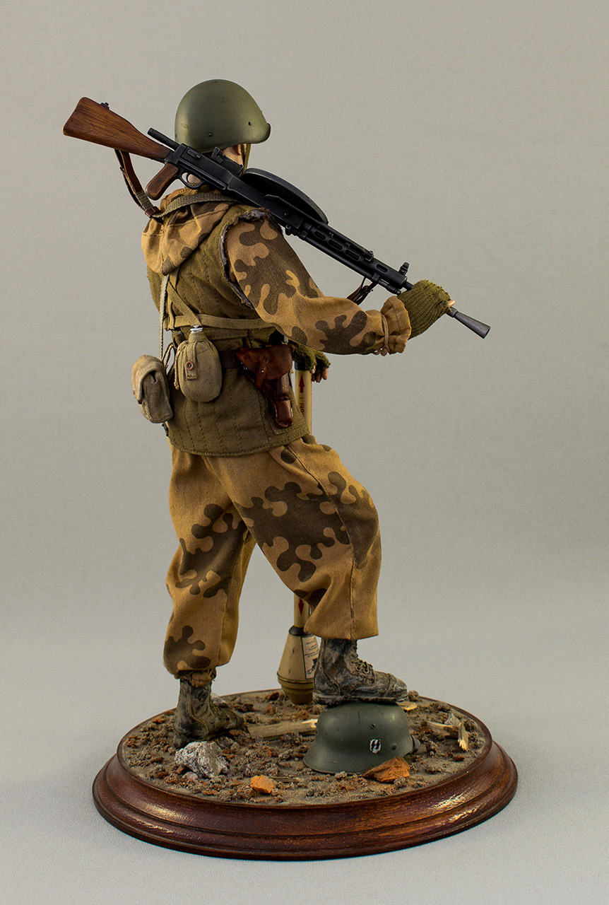 Figures: Soviet assault trooper, Germany, 1945, photo #4