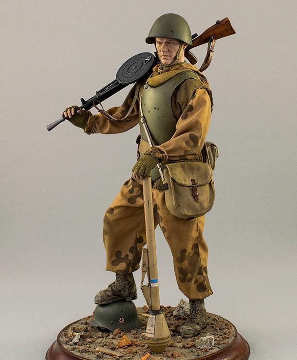 Figures: Soviet assault trooper, Germany, 1945