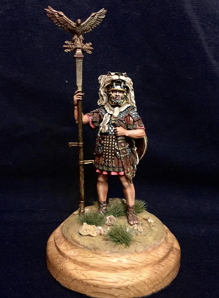 Figures: Roman aquilifer, I-II A.D., photo #1