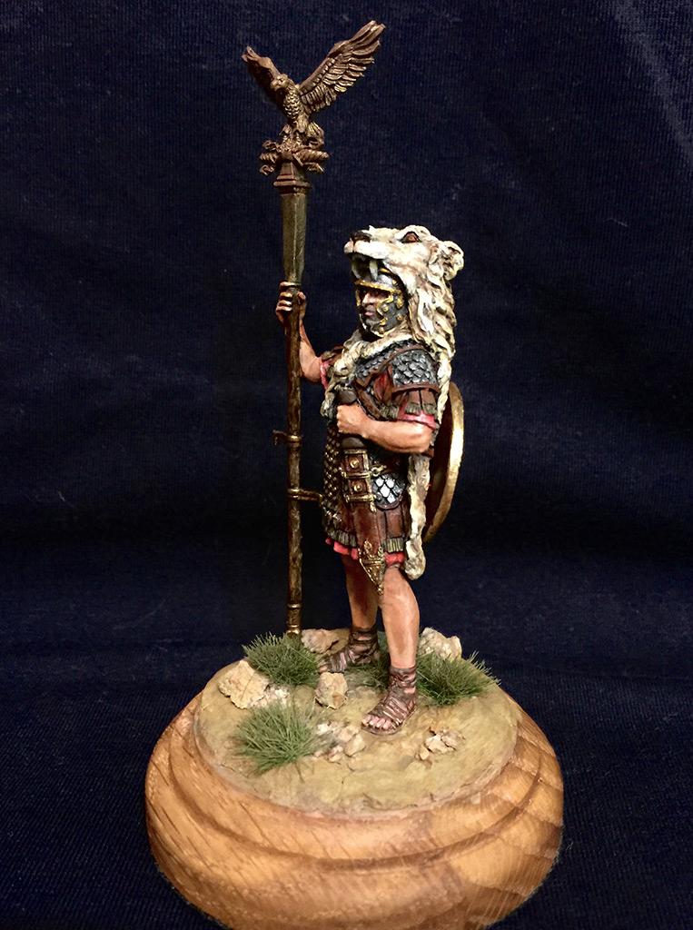 Figures: Roman aquilifer, I-II A.D., photo #2