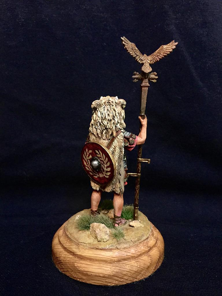 Figures: Roman aquilifer, I-II A.D., photo #3