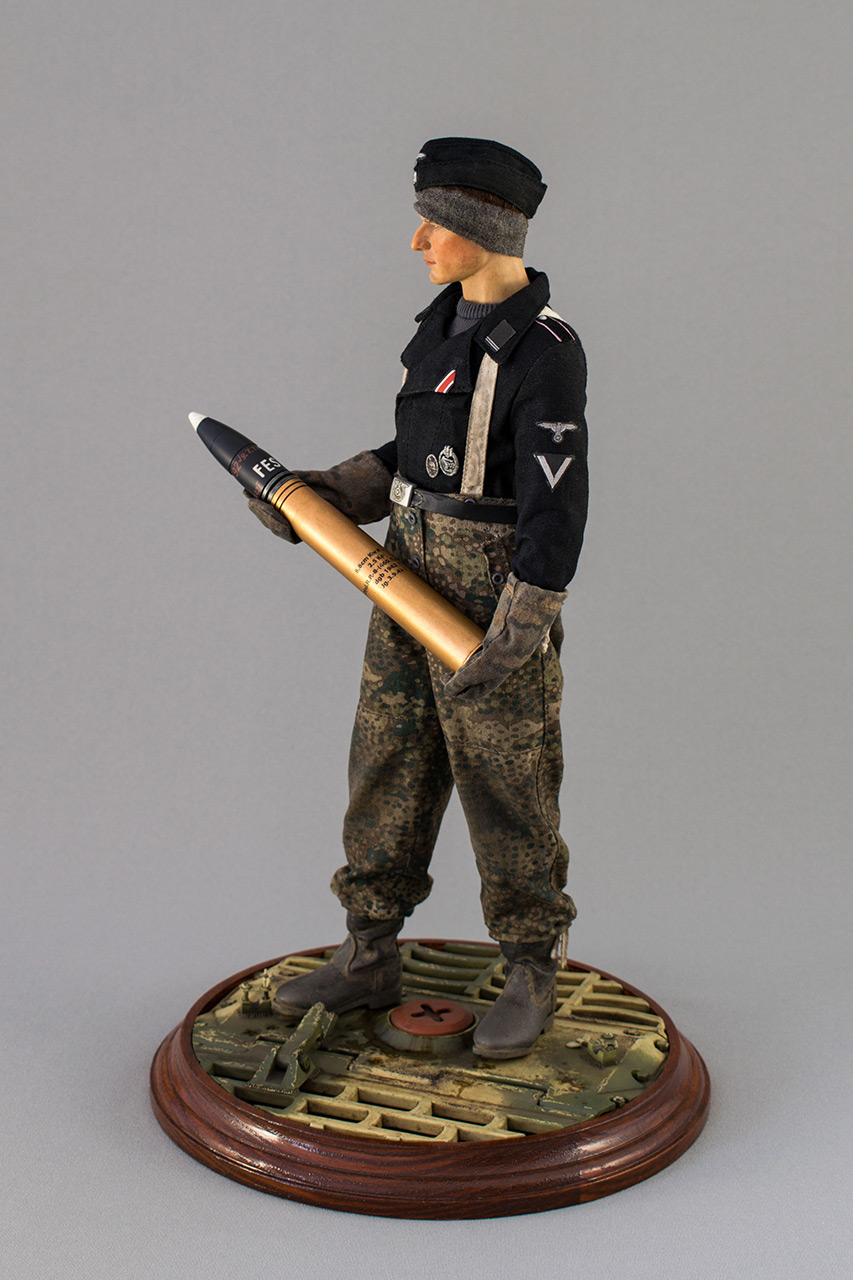 Figures: SS Tiger I crewman. Germany, November 1944, photo #10