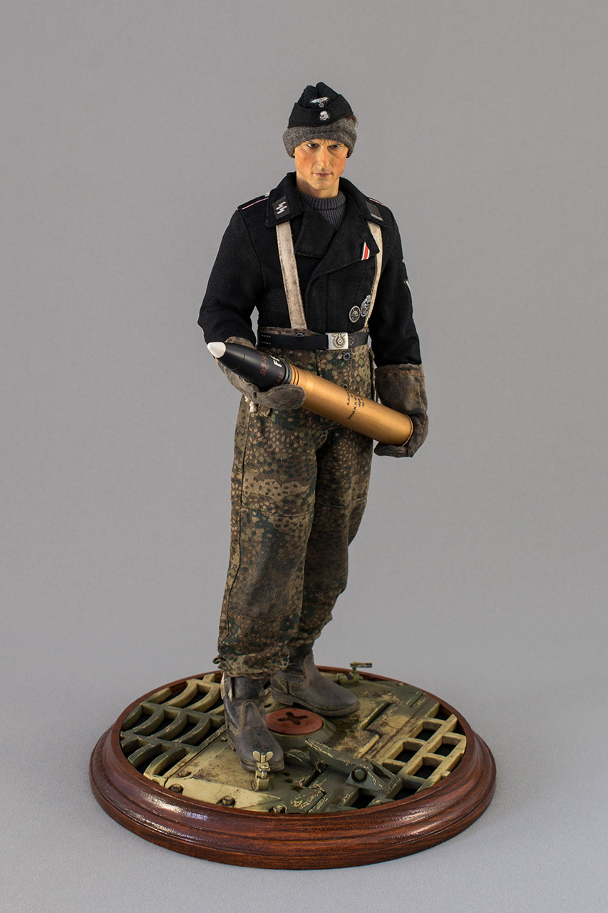 Figures: SS Tiger I crewman. Germany, November 1944, photo #2