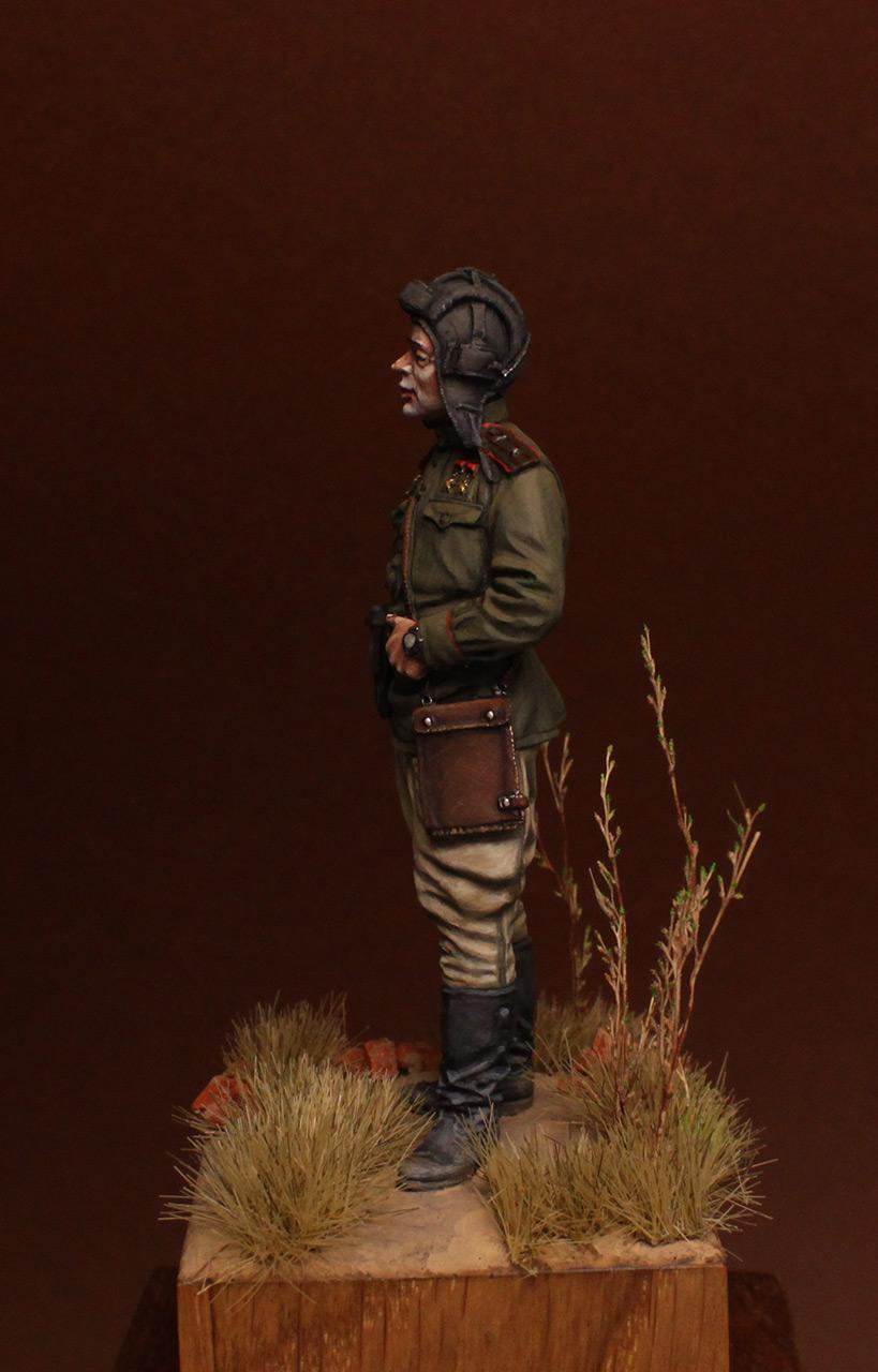 Figures: Commander of tank battalion, 1945, photo #3