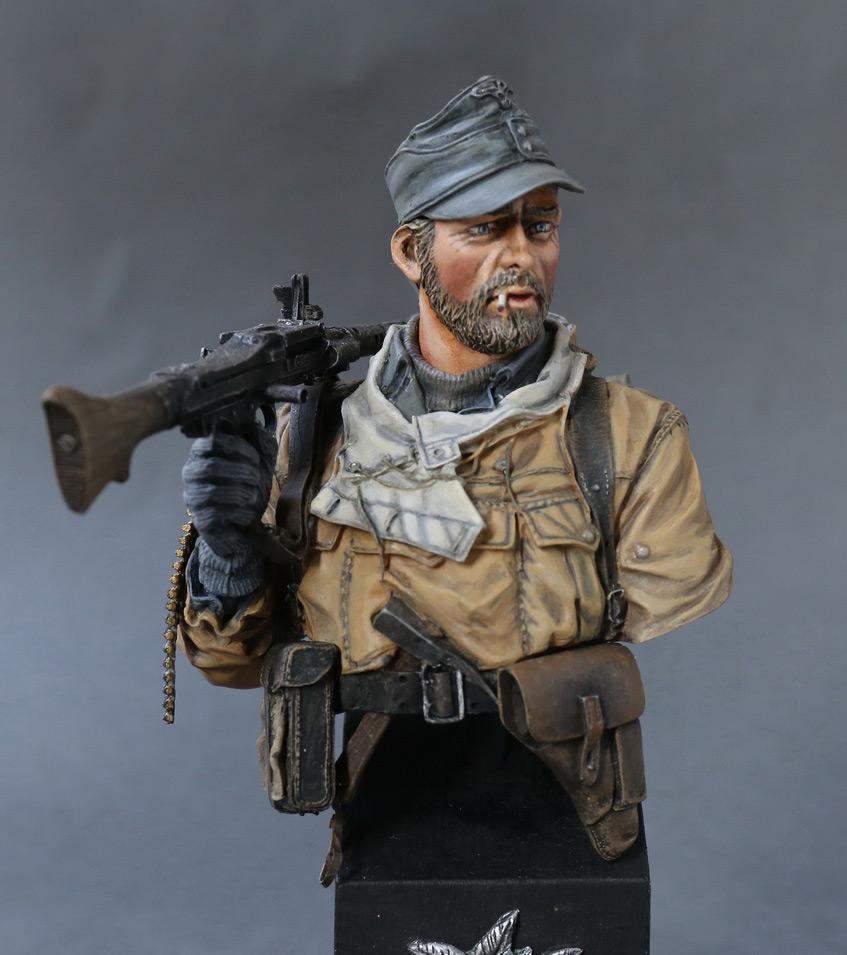 Figures: Machine gunner of 1st mountain div., photo #1