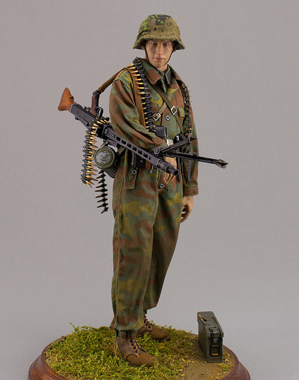 Figures: SS Hitlerjugend div. machine gunner. Normandy, June 1944