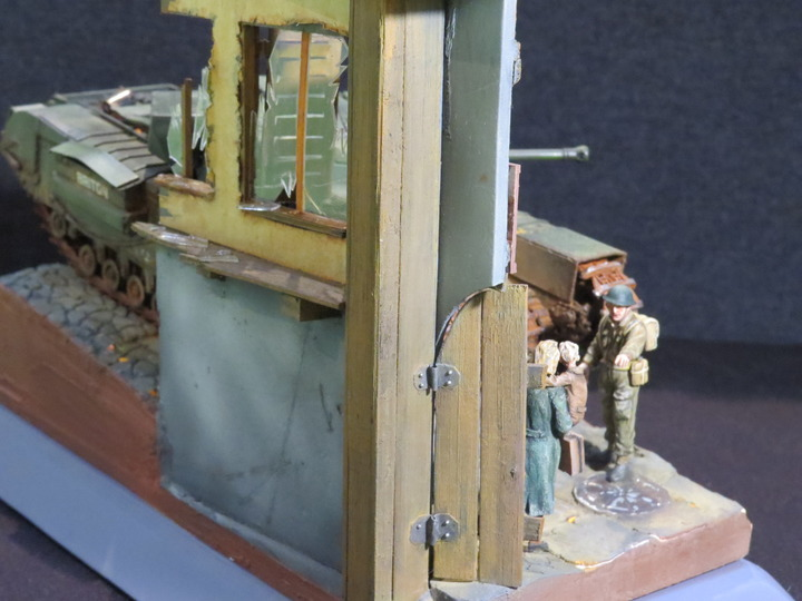 Dioramas and Vignettes: It's dangerous to stay here!, photo #12