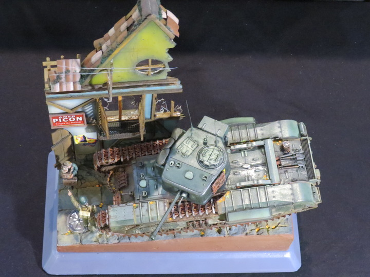 Dioramas and Vignettes: It's dangerous to stay here!, photo #8