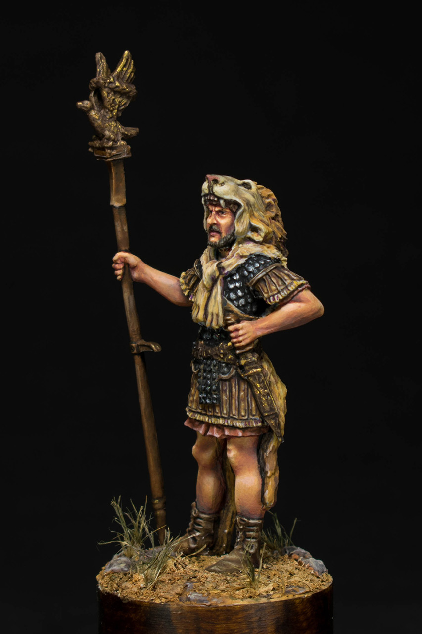 Figures: Praetorian aquilifer, I AD, photo #2