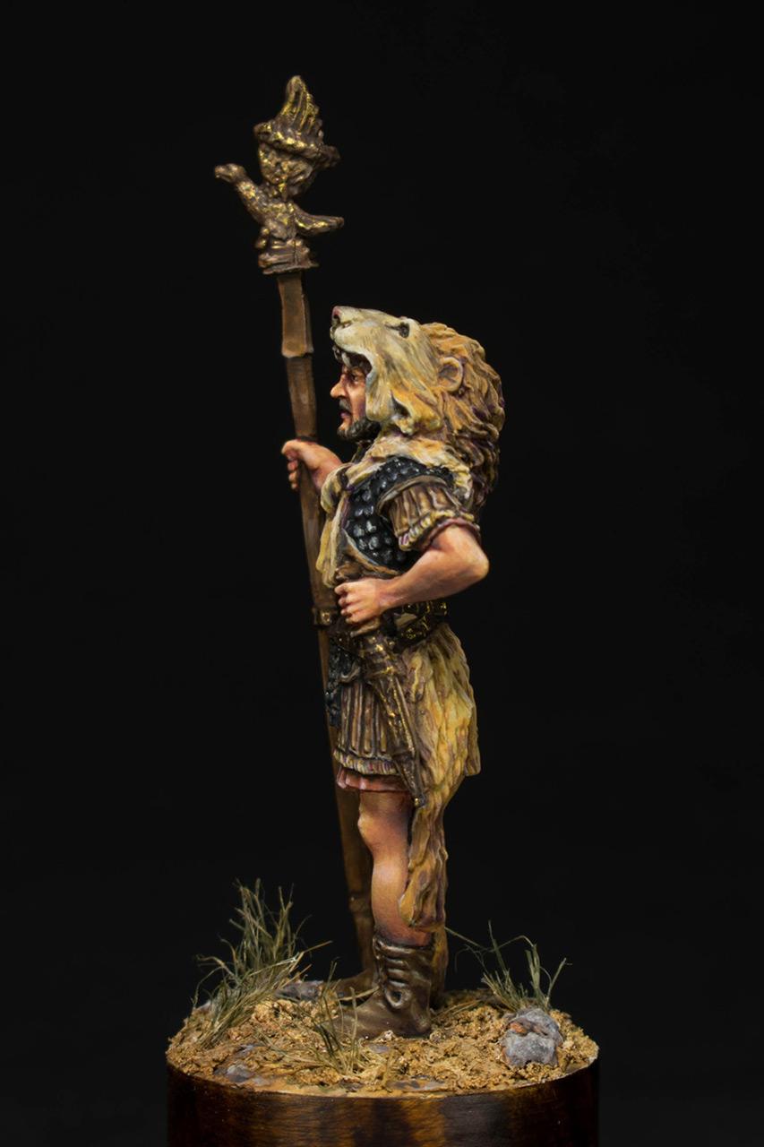 Figures: Praetorian aquilifer, I AD, photo #3