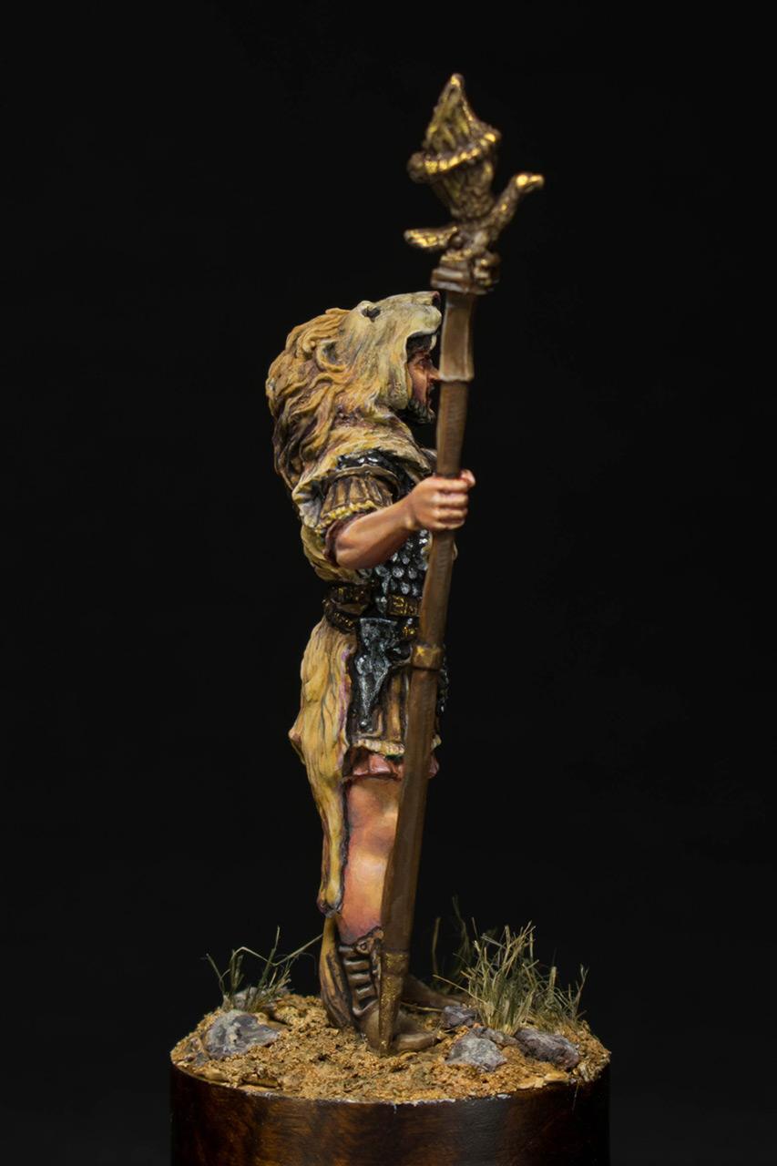 Figures: Praetorian aquilifer, I AD, photo #7