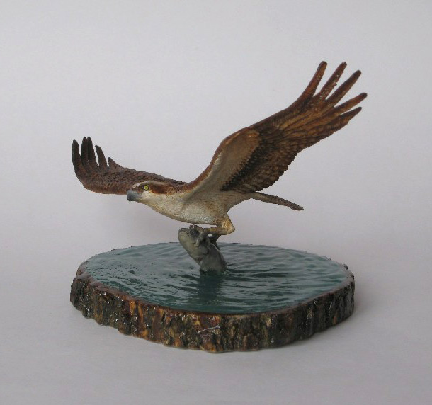 Sculpture: Osprey with prey