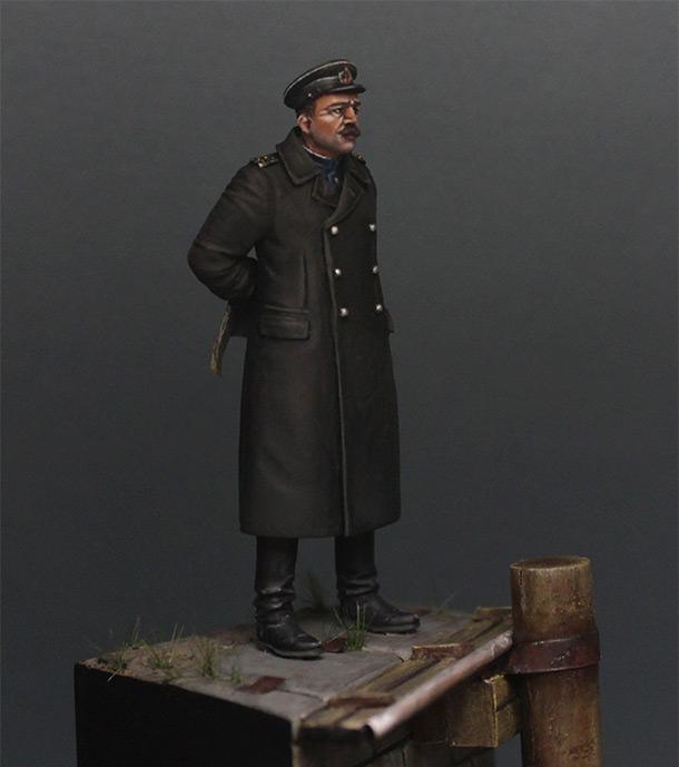 Figures: Soviet navy engineers officer, Liepaja, 1945