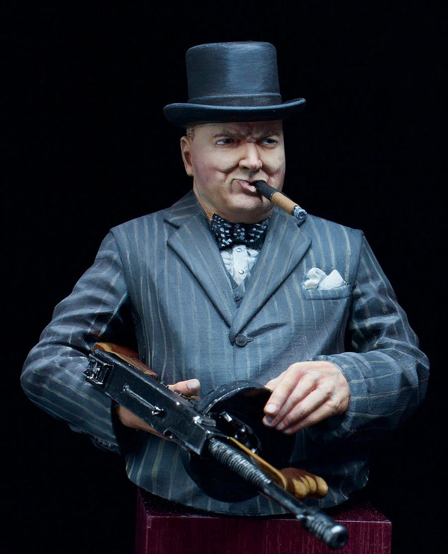 Figures: Winston Churchill with Thompson SMG, 1940, photo #1