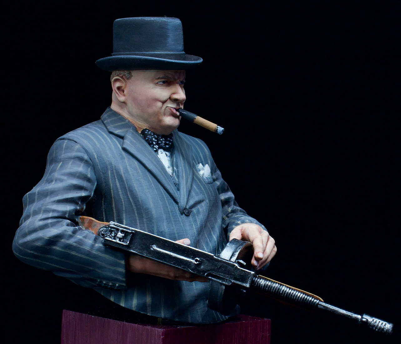 Figures: Winston Churchill with Thompson SMG, 1940, photo #2