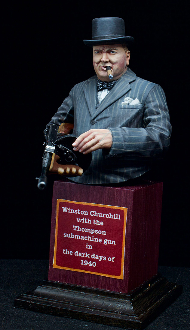 Figures: Winston Churchill with Thompson SMG, 1940, photo #3