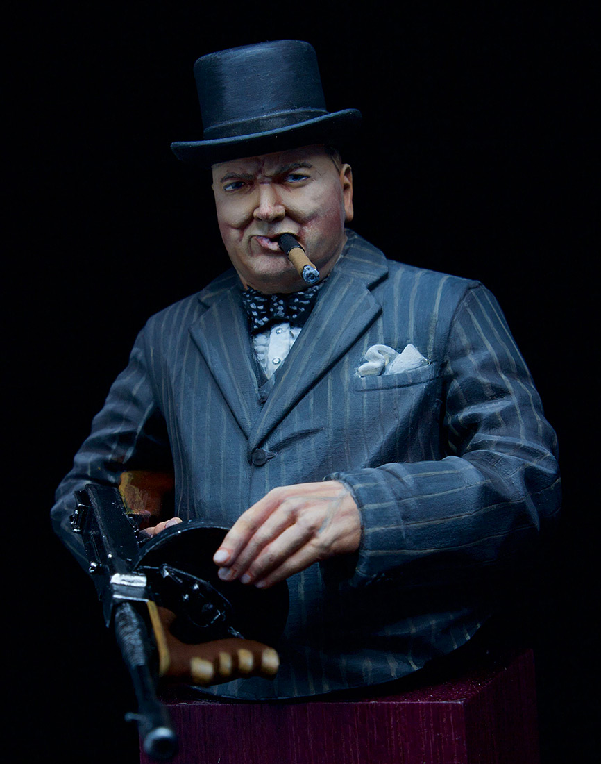 Figures: Winston Churchill with Thompson SMG, 1940, photo #4