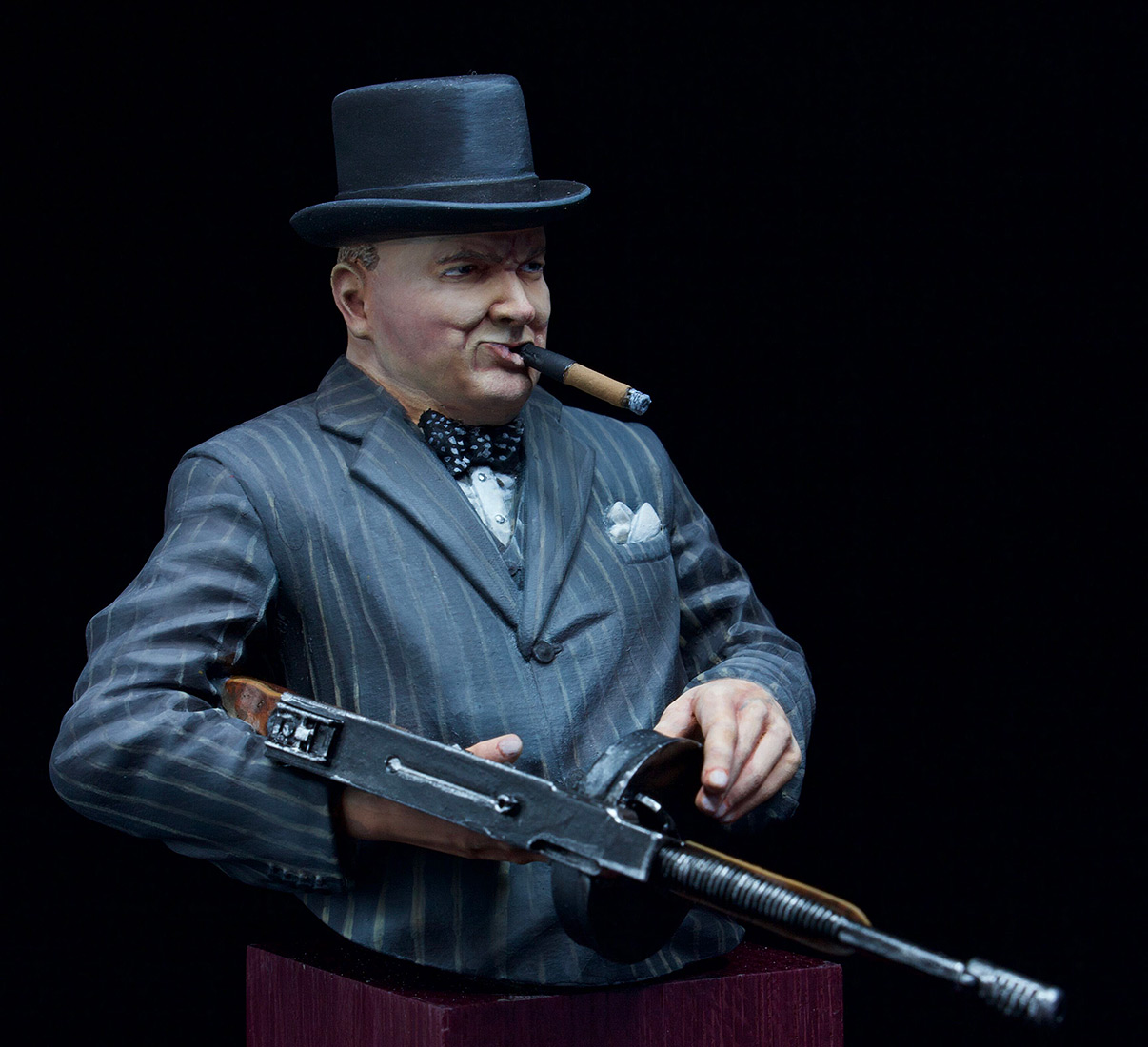 Figures: Winston Churchill with Thompson SMG, 1940, photo #6