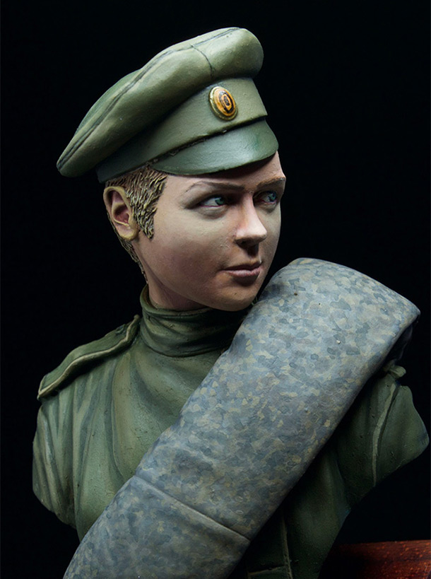 Figures: Female death battalion trooper, 1917