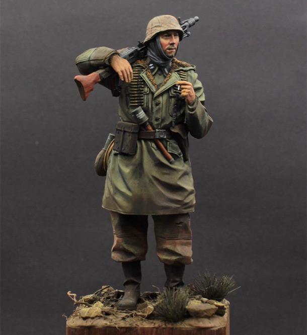 Figures: Waffen SS MG-42 gunner