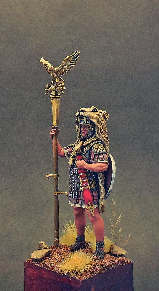 Figures: Aquilifer of Roman legion, photo #2
