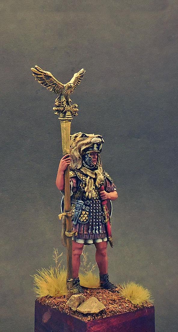 Figures: Aquilifer of Roman legion, photo #4