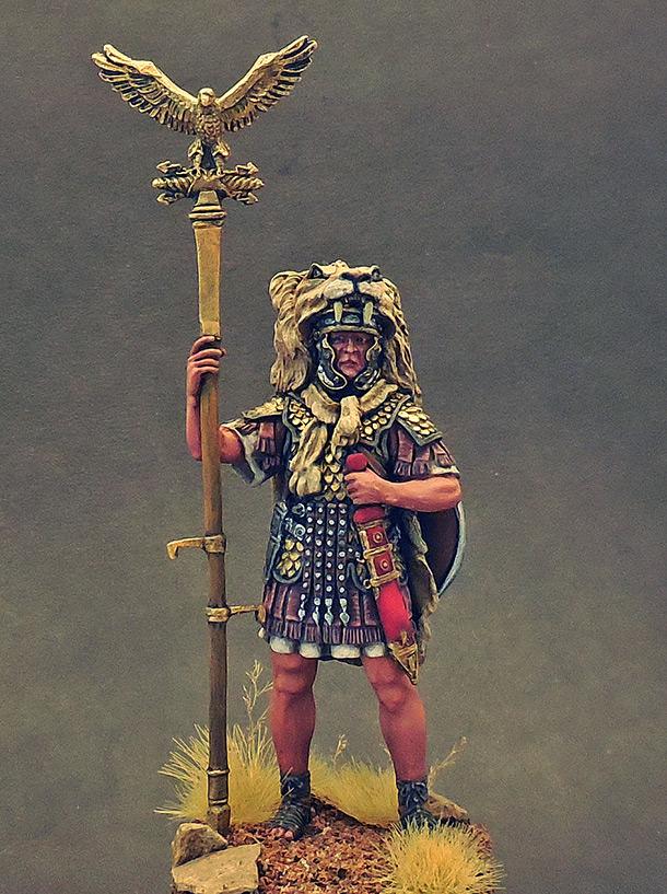 Figures: Aquilifer of Roman legion