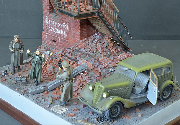 Dioramas and Vignettes: The Chronicler of the War