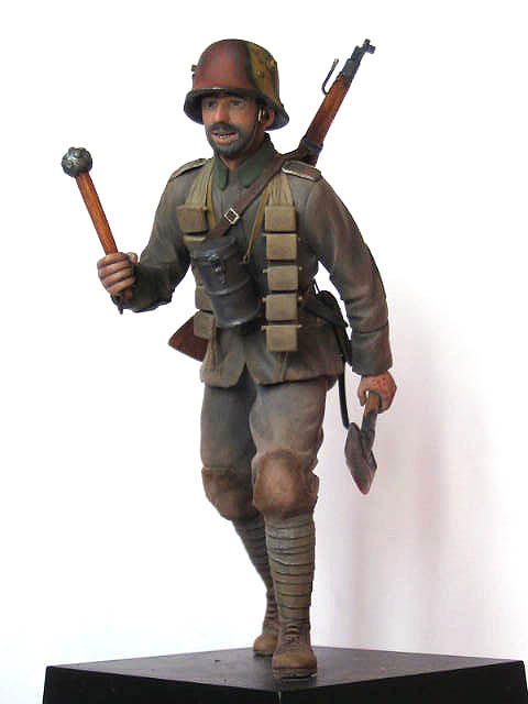 Figures: German stormtrooper, 1917-18, photo #1